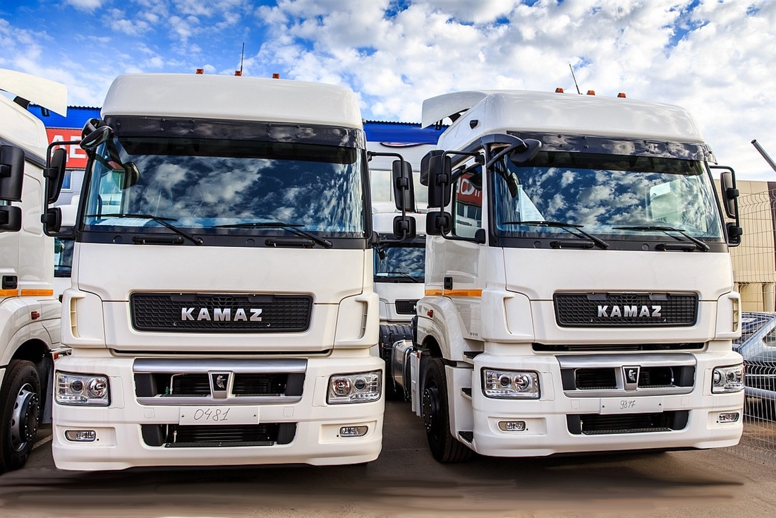 KAMAZ-5490 LONG-HAUL TRACTOR, 4X2