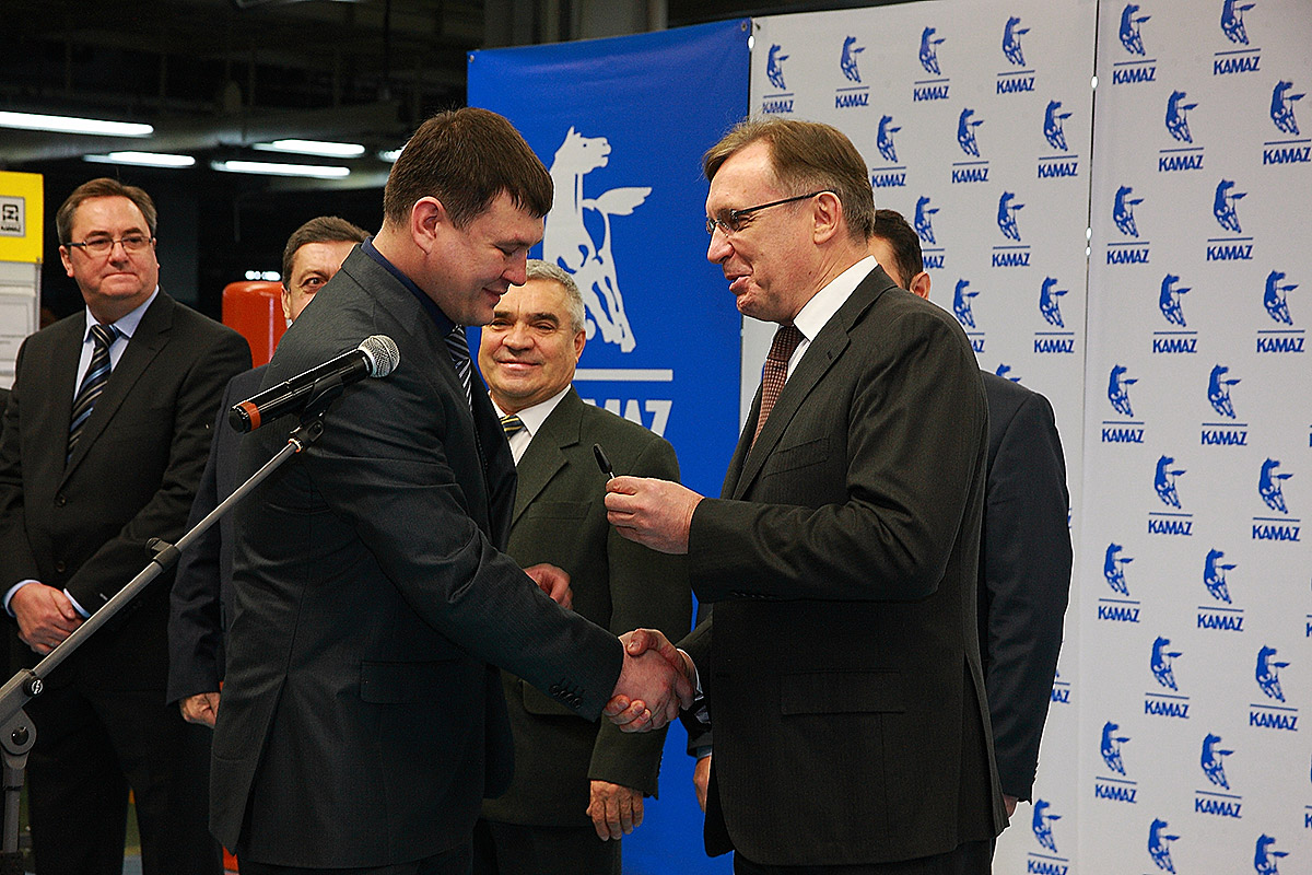 The first KAMAZ M1842 vehicles are given to their owners